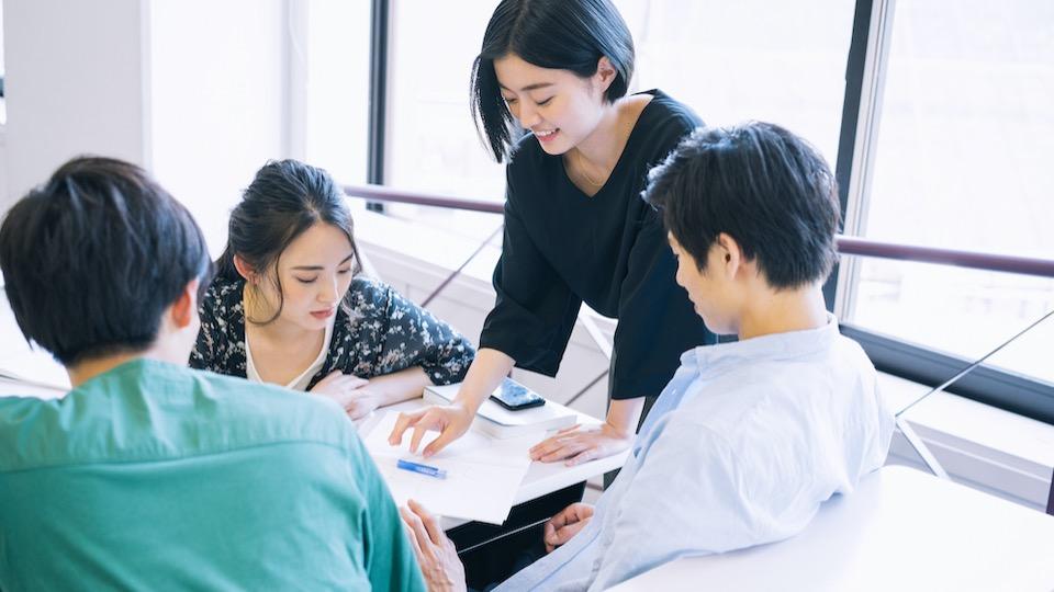 【内定者が教える】自己PR「チームワーク」面接で話す時のポイント | 注意点も