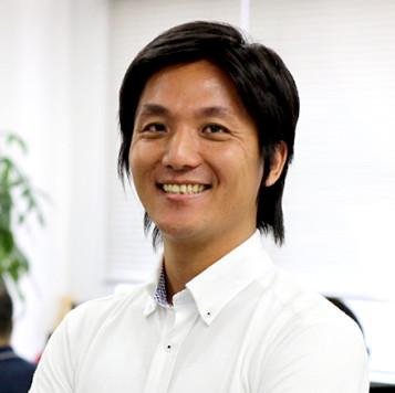 マーケ部長   田中